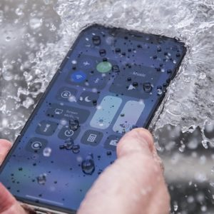 iPhone XS iP68 water and dust resistant