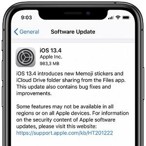 iOS 13.4 software update screenshot on iPhone 11.
