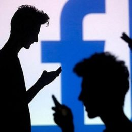 Users sharing messages on Facebook Messengers